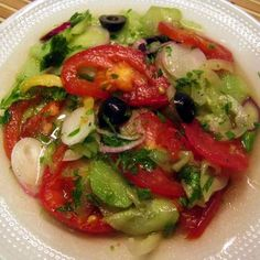 Nyári vegyes saláta Recept képekkel -   Mindmegette.hu - Receptek Hungarian Cuisine, Hungarian Recipes, Hungarian Food, Winter Food, Ratatouille, Caprese Salad, Guacamole, Family Meals, Paleo