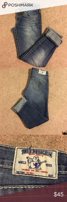 True Religion Cropped Skinny Jeans Have been washed & worn a few times, but still have a lot of love to give. They are in great condition! Adorable for the summer & almost any season. They have a little bit of stretch in them and are true to size. I love that they can be dressed up or down... These are a must have!!! 🚫🚫 no trades or low ball offers please! These are 100% authentic, I purchased them at nordstrom's! 📮 shipped within 24 hours of purchase😁 True Religion Jeans Ankle & Cropped