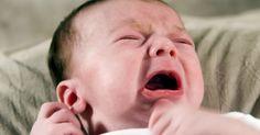"""Riscos do uso do medicamento """"Gripe water"""". """"Gripe water"""" é um líquido estéril enriquecido com ervas para ajudar a acalmar o estômago e os intestinos de bebês que sofrem de cólica. Esse remédio geralmente não tem efeitos colaterais e proporciona alívio para bebês com cólicas estomacais. Os riscos vêm de determinadas ervas contidas nessa medicação, da presença de álcool ou outras substâncias ..."""