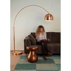 Zuiver antique copper bijzettafel, VT Wonen, €99  Heeft u een Marokkaans interieur thema in de huiskamer? Dan is deze bijzettafel van Zuiver perfect! Met de mooie bewerkingen in het koper en natuurlijk de kleur past dit tafeltje helemaal in de Noord-Afrikaanse interieur stijl. Materiaal:Koper Hoogte:48 cm Breedte:37 cm Lengte:37 cm