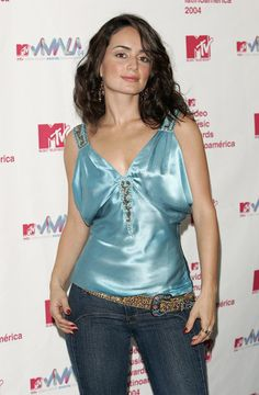 Ana De La Reguera Photos Photos - Ana de la Reguera poses backstage in the press room at the 2004 MTV Video Music Awards Latin America at the Jackie Gleason Theater October 21, 2004 in Miami Beach, Florida. - 2004 MTV Video Music Awards Latin America - Press Room
