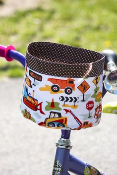 My friend Roselee and her kids were over last week for some biking and she commented that it was time to make my son a bike bucket. Sewing For Kids, Baby Sewing, Diy For Kids, Easy Sewing Projects, Projects For Kids, Bike Seat Cover, Stroller Bag, Craft Stalls, Paper Weaving