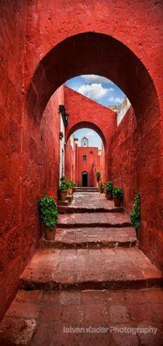 Calle Sevilla, Monasterio de Santa Catalina, | Rojo, estilo mudéjar | Arequipa, Perú