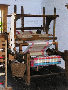 so excited to have a room in the house for my vintage floor loom again. Vychylovka - #ragrugs old loom