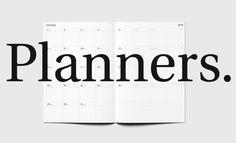 Planificadores Octàgon Design en www.landofpaper.es: mini (88 x 125 mm), pequeño (135 x 200 mm) o grande (210 x 297 mm). Diseño claro, práctico y funcional. Octàgon Design planners at www.landofpaper.es: mini (88 x 125 mm), small (135 x 200 mm) or big (210 x 297 mm). Clear design, functional.