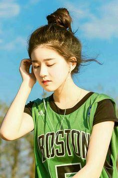 Beautiful Chinese Girl, Cute Japanese Girl, Cute Korean Girl, Korean Aesthetic, Aesthetic Girl, Girl Korea, Ulzzang Korean Girl, Girl Attitude, Girl Photography Poses