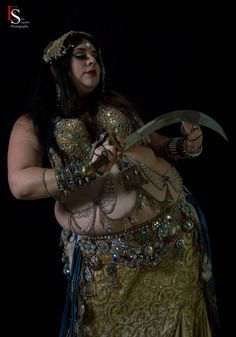 Grace Craft of Craft Fusion Belly Dance (Brownsville, TX). Photo by Elite Snapshot Photography. (plus size belly dance ♥)