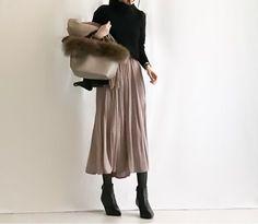 【coordinate】UNIQLOカシミヤセーター×プリーツスカンツ/セレモニースーツ の画像|Umy's プチプラmixで大人のキレイめファッション Fashion D, Japan Fashion, Office Fashion, Fashion Over 50, Minimal Fashion, Modest Fashion, Skirt Fashion, Daily Fashion, Fashion Beauty