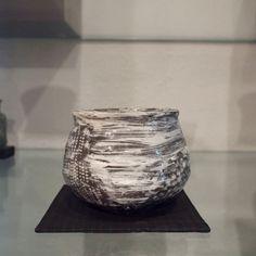tea bowl by Hiroyumi Suzuki(鈴木大弓) exhibited in Hiirono(炎色野), 2015 https://note.mu/utsuwa_meguri/n/n3df1eb74193e