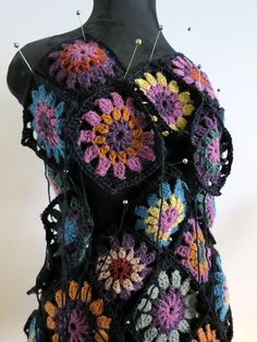 Lokakuun lopun suunnitelmat. Virkkuukoodi omA KOPPA 365, sivut 12-15. Mietin samalla... ...reunoj... Crochet Stitches, Free Crochet, Knit Crochet, Captain Hat, Creations, Wool, Knitting, Hats, Crochet Dresses