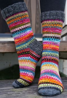 Knitting Patterns Mittens Ravelry: JennyF's Music to my eyes Crochet Socks, Knitting Socks, Hand Knitting, Knit Crochet, Knit Socks, Knitted Socks Free Pattern, Ravelry, Cute Socks, Red Socks