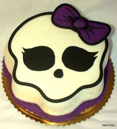Monster High skull cake
