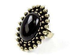Czarny pierścień - vintage Sprawdź więcej na www.carlena.pl