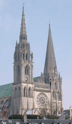 katedra Chartres z 1260 i jej późniejsza, XVi-wieczna wieża