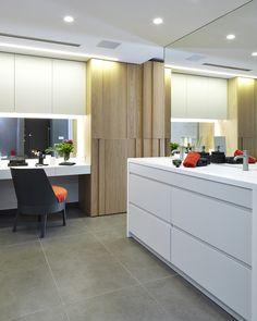 Molins Interiors // arquitectura interior - interiorismo - decoración - baño - bathroom - dormitorio - suite - master - room - bañera - bathtub - open space - white - blanco - roble - oak - tocador - dresser - dressing table