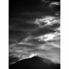 - Cerro padre Amaya.    #mobilphotography #travel #adventure #viaje #aventura   #landscape #sky #clouds #mountain #sunset #atardecer #paisaje #nubes