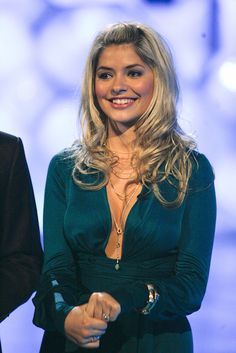 - Photo - Holly Willoughby's best Dancing On Ice gowns – which is your favourite? See all the pictures of Holly in her best dresses throughout the years from the popular ITV show. Beautiful Celebrities, Most Beautiful Women, Beautiful Places, Holly Willoughby Legs, Cute Young Girl, Flawless Beauty, Weekly Outfits, Tv Presenters, Instagram Outfits