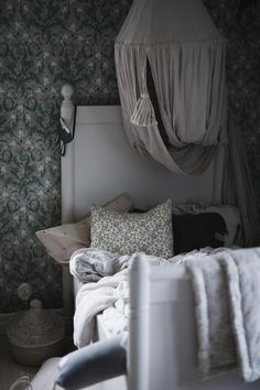 Girl Room, Baby Room, Aries, Interior Wallpaper, Teenage Room, Modern Cottage, Kids Decor, Home Decor, Decor Ideas