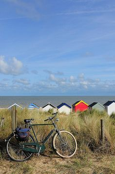 A bicyclette ! British Beaches, British Seaside, British Summer, Beach Cottages, Beach Huts, Beautiful Beaches, Beautiful World, Countryside, Cool Photos