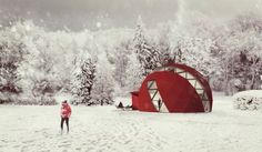 DOM(E) is an off the grid prefab home designed to provide comfort whether you're living in the frigid Russian taiga or enjoying the sun somewhere in the Mediterranean.