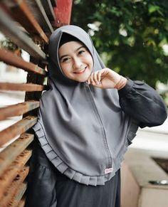 Hijab Style Tutorial, Islamic Clothing, Beautiful Hijab, Pashmina Scarf, All About Fashion, Hijab Fashion, Muslim, Mecca Kaaba, Model