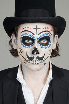 Sin duda, a los hombres también les luce el maquillaje durante esta celebración: | 20 Maquillajes que te harán robar miradas durante El Día De Los Muertos