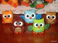y en Souvenirs Búho - Owl Polymer Clay Creations, Polymer Clay Crafts, Diy Clay, Owl Crafts, Diy And Crafts, Crafts For Kids, Car Cake Tutorial, Biscuit, Clay Owl