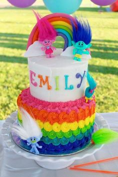 Trolls birthday party ideas for you to try this year! The classic Trolls stole the limelight among the modern cartoon characters who became famous these 2000 onward. It was when the film Trolls was released last November 2016 whose voices of… 6th Birthday Parties, Birthday Fun, Trolls Birthday Party Ideas Cake, Birthday Ideas, Rainbow Birthday Cakes, Colorful Birthday Cake, Colorful Party, Bolo Trolls, Trolls Cakes