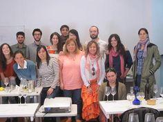 Estudiantes de la IV promoción UCMgastro con Alex Jorganes al final de la Cata de Bebidas Espirituosas en la UEC. UCMgastro (20.04.2013). Imagen Nuria Blanco, @nuriblan