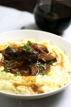 Wine Braised Short Ribs with White Cheddar Mashed Potatoes - These easy braised beef short ribs fall right off the bone after cooking in this rich red wine sauce. Served with creamy white cheddar mashed potatoes and sure to be a hit! Rib Recipes, Cooking Recipes, Meals For Two Recipes, Recipies, Cooking Corn, Boneless Ribs, Braised Short Ribs, Le Diner, Beef Dishes