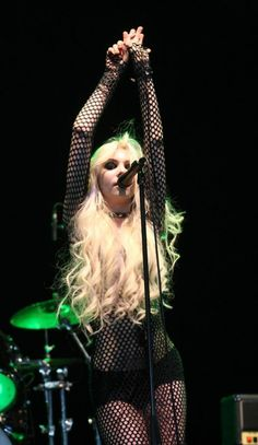 Find images and videos about grunge, Taylor Momsen and the pretty reckless on We Heart It - the app to get lost in what you love. Taylor Momsen Style, Taylor Michel Momsen, Princesa Punk, Taylor Momson, Rainha Do Rock, Gossip Girl Fashion, Gossip Girls, Women Of Rock, Metal T Shirts