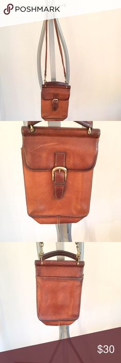 G. H. Bass & Co. Vintage Tan Leather Crossbody Bag G. H. Bass & Co. Vintage Tan Leather Crossbody Bag! In great condition. Front, back, and inside pocket. - Alex                                                                          🍍Bundle & save 10% on 2+ items! Offers welcome! Bags Crossbody Bags