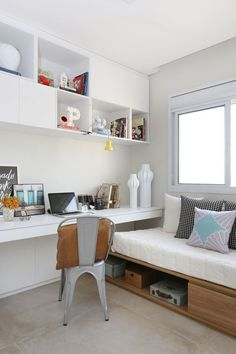 Bedroom Office Combo Ideas and Inspiration for Narrow Space and Small House - If you're under the impression that you need a spare room or a huge master bedroom to set up a work space in your home. Huge Master Bedroom, Small Room Bedroom, Spare Room, Small Rooms, Bedroom Decor, Narrow Bedroom Ideas, Wall Decor, Kids Rooms, Small Spaces