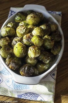 Make the best roasted Brussels sprouts with a delicious brown butter sauce. This easy Red Lobster copycat recipe will be your go-to whenever you want a healthy and delicious side dish. Low carb and keto friendly. Great for Thanksgiving and holiday meals. #brusselsprouts #sidedishrecipes #healthyeating #roastedvegetables #ovenroasted #ketofriendly #lowcarbketorecipes #thanksgivingrecipes #copycat #copycatrecipes Red Lobster Brussel Sprouts Recipe, Best Brussel Sprout Recipe, Crispy Brussel Sprouts, Brussels Sprouts, Roasted Sprouts, Sprout Recipes, Vegetable Recipes, Dinner Dishes, Food Dishes