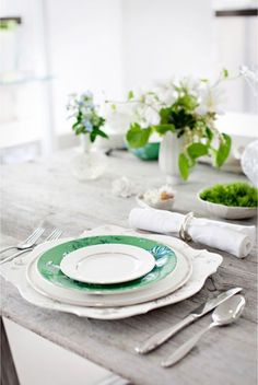 Love the pop of color....having mainly white plates is so versatile