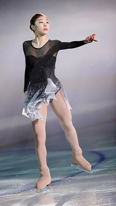 "Figure Skating Queen YUNA KIM [Kim Yuna is a South Korean former figure skater. She is the 2010 Olympic champion and 2014 silver medalist in ladies' singles; the 2009, 2013 World champion; the 2009 Four Continents champion; a three-time ... Wikipedia Born: September 5, 1990 (age 24), Bucheon, South Korea Height: 5' 5"" (1.65 m) Weight: 104 lbs (47 kg) Education: Korea University (2009–2013)]"