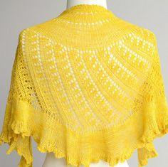 Fuente: http://shop.sweetgeorgiayarns.com/products/shattered-sun-shawl