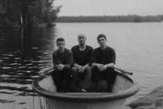 Timshel Photo: Laura Mendelin #timshel #indie #pop #band #boat #lake #forest #hubblejive #rowing #bandphotography #photo #bandphoto #musicphoto