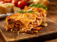 Lasagne ist ein Klassiker aus der italienischen Küche und fast jede Familie hat ihr eigenes Familienrezept.