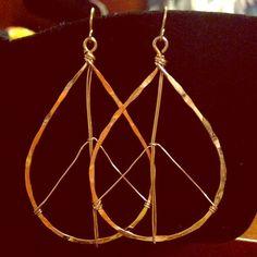 ⚡️SALE⚡️Peace Sign Drop Earrings NWOT Gold tone Jewelry Earrings