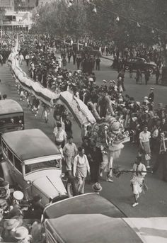 vintage everyday: Old Photos of Chinese Lion Dance in Melbourne, Australia
