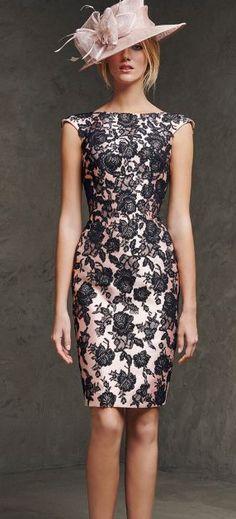 Una opción interesante son los encajes, que vuelven a ser furor en vestidos. Te darán un toque genuino de elegancia; indispensable para este tipo de ocasiones.