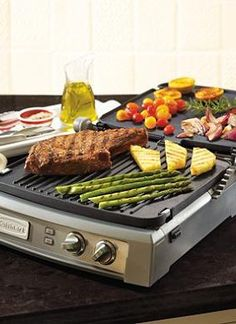 Make entertaining effortless, no matter what the menu features with the Cuisinart Griddler Deluxe that features an extra-large cooking surface.