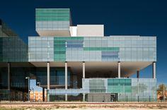 arata isozaki: D38 zona franca office, barcelona