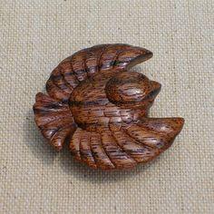 木材:ニューギニアウォールナットサイズ:約4cm オリジナルデザインのふくら雀です。 ハンドメイド、手作り、手仕事品の通販・販売・購入ならCreema。