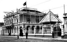 Antigo Palácio do Governo da Rua da Lyberdade, em 1915. De todo o conjunto sobrou apenas o prédio que há alguns anos serviu como sede do Museu da Imagem e do Som (Acervo Cid Destefani)