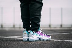 "Nike Air Vapormax Plus ""Grape"" Releasing in Europe - EU Kicks: Sneaker Magazine Milan Fashion Weeks, New York Fashion, Runway Fashion, Fashion Models, Fashion Tips, Women's Fashion, Curvy Petite Fashion, Running Shoes Nike, Nike Shoes"