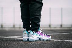 "Nike Air Vapormax Plus ""Grape"" Releasing in Europe - EU Kicks: Sneaker Magazine Milan Fashion Weeks, New York Fashion, Runway Fashion, Fashion Models, Fashion Tips, Women's Fashion, Running Shoes Nike, Nike Shoes, Curvy Petite Fashion"