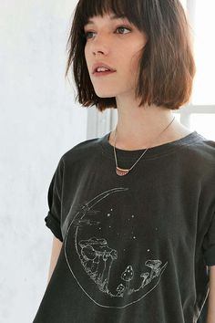 Shop Truly Madly Deeply Mushroom Moon Tee at Urban Outfitters today. Short Hair With Bangs, Haircuts With Bangs, Short Hair Cuts For Women, Short Haircuts, Medium Hair Styles, Short Hair Styles, Peinados Pin Up, Grunge Hair, Mode Inspiration