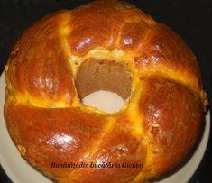 Cozonac cu fructe uscate Romanian Food, Romanian Recipes, Bagel, Biscotti, Doughnut, Deserts, Pizza, Bread, Cookies